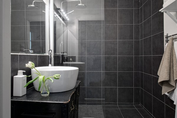 Mix styles in a bathroom