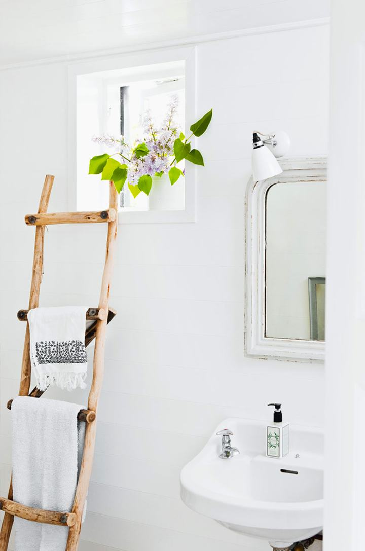 Towel rack: original and DIY